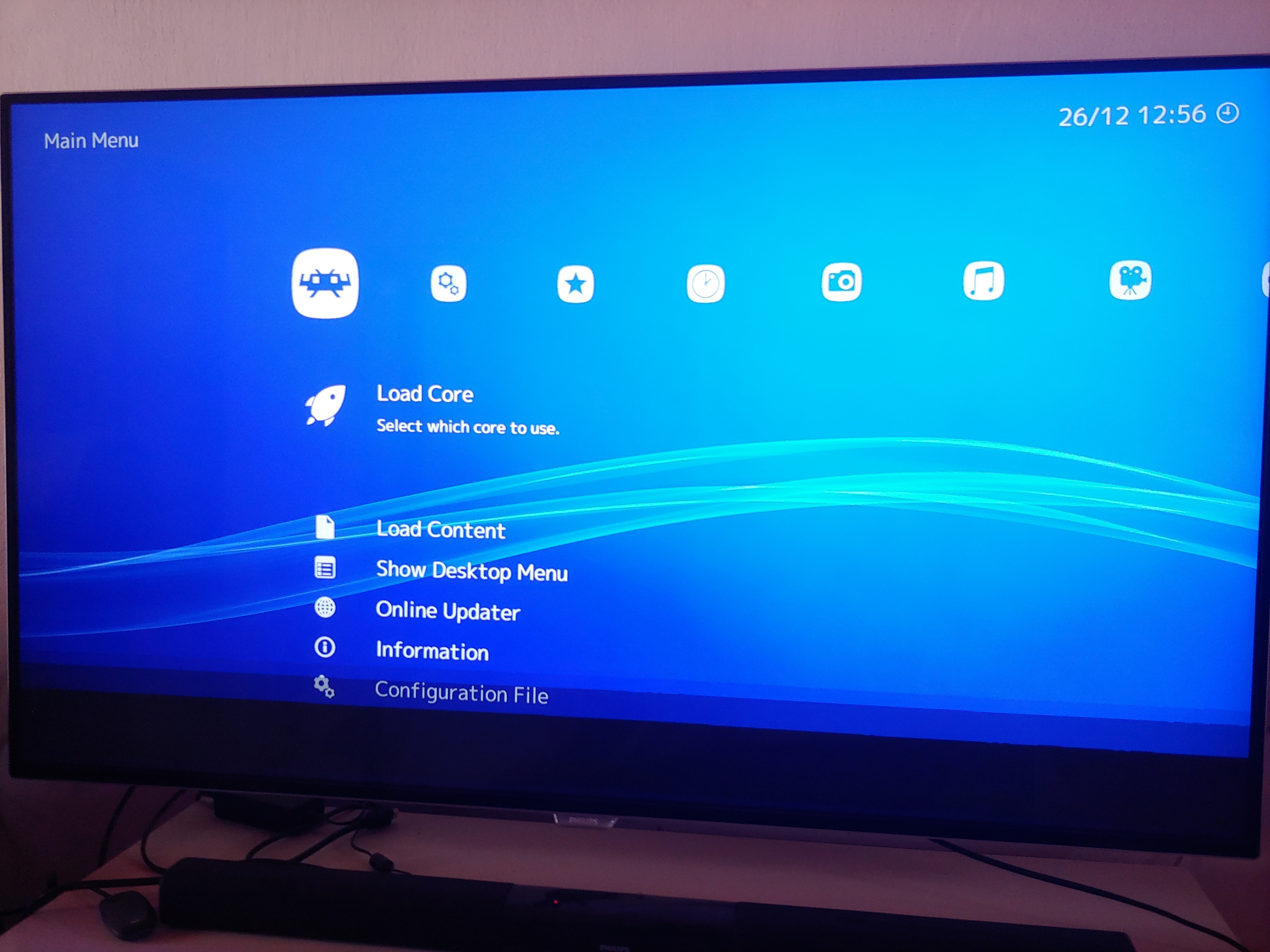 Retroarch displays corrupted graphics in full screen, Win10
